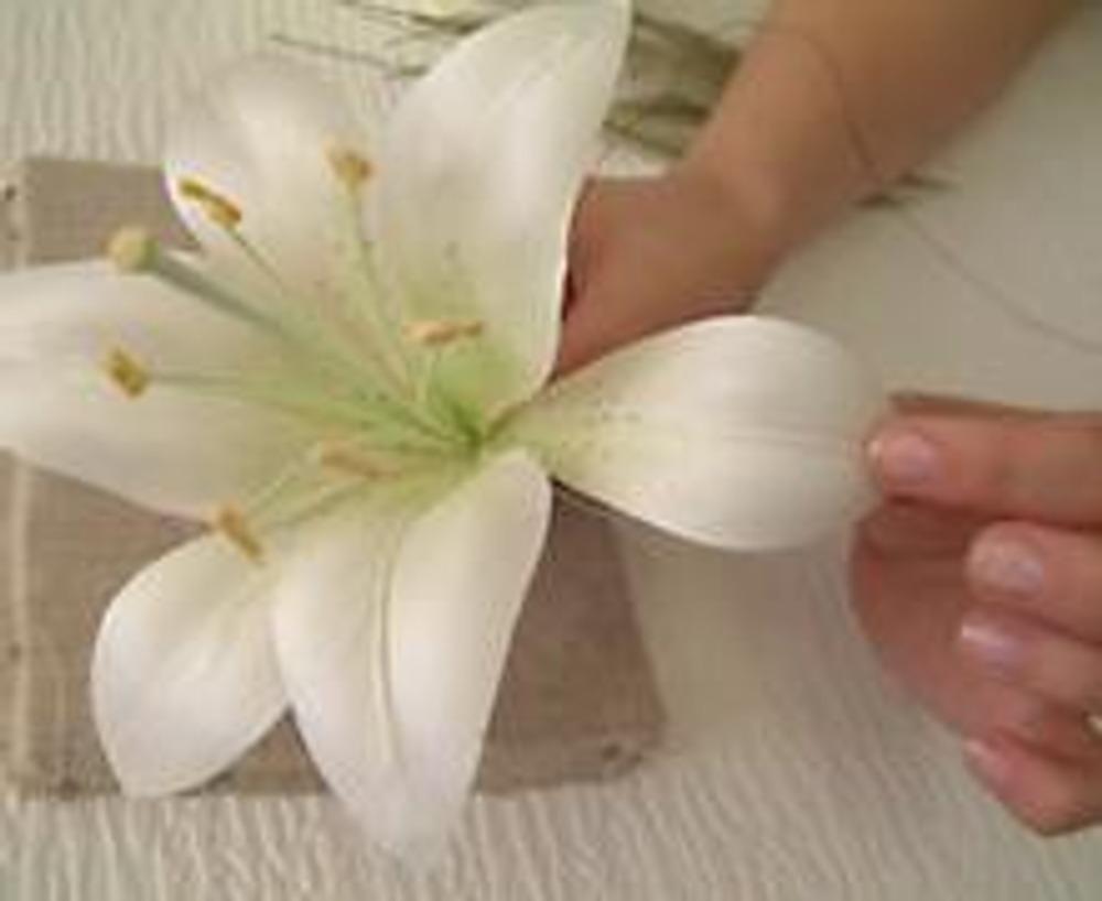 Лилия из бумаги своими руками фото