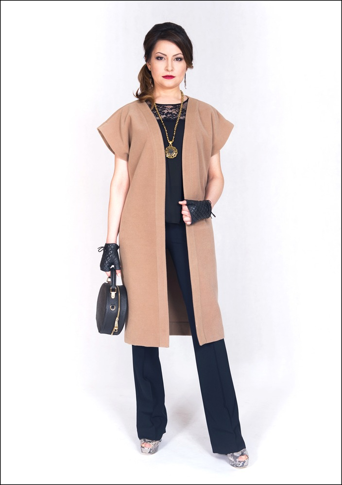 Комплект №3 . Топ и брюки – Zara. Туфли – Nursace. Жилет – собственность стилистов