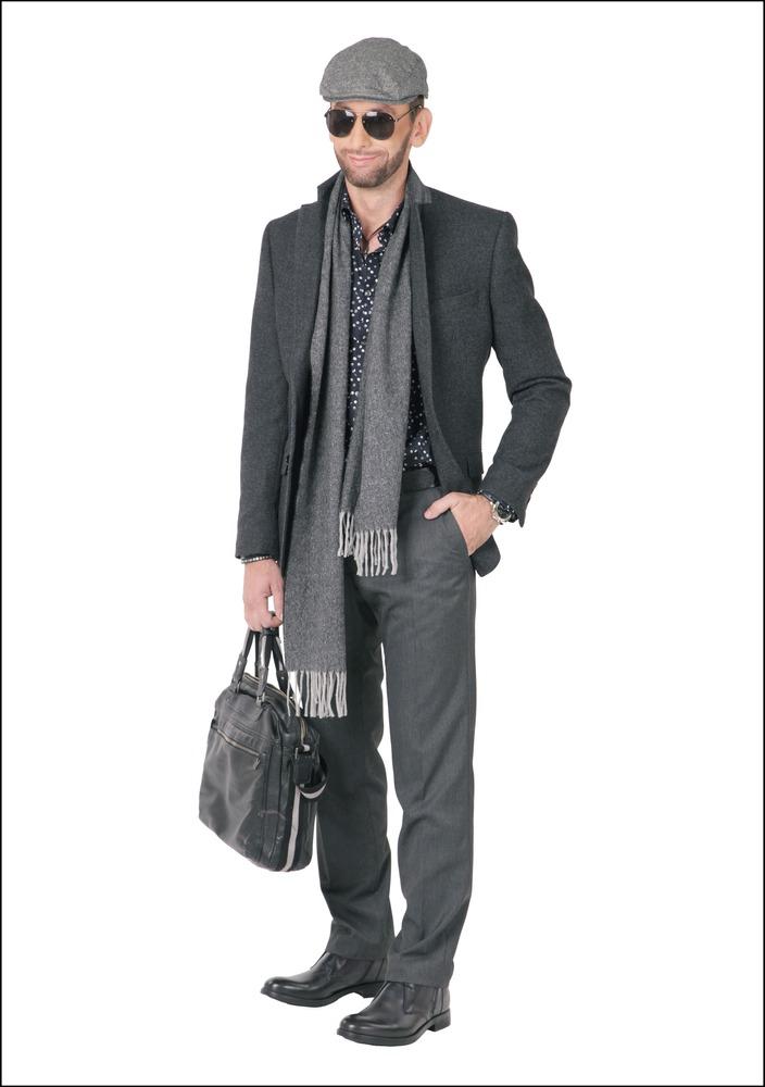 Комплект №2 . Пиджак и брюки – Marks & Spencer. Сорочка, ботинки, ремень, браслеты и кулон – Diesel. Кепка и шарф – Gant. Очки и часы – Aldo