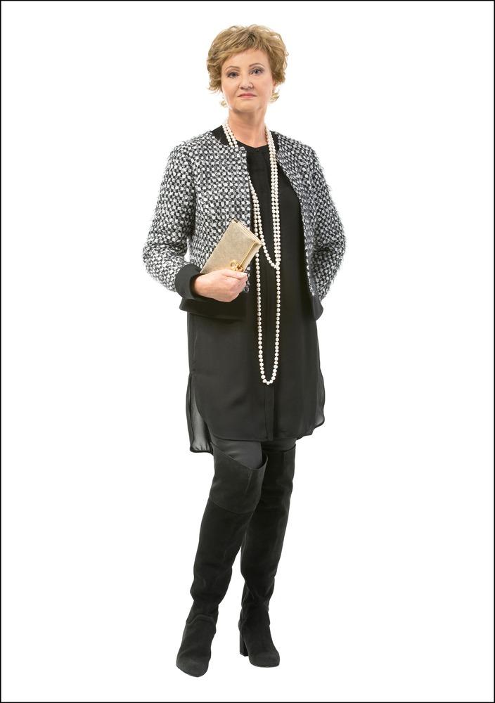 Комплект №2 . Жакет – Ivo Nikkolo. Черная шифоновая блуза-туника – City. Кожаные брюки – Meta. Замшевые ботфорты – Zara