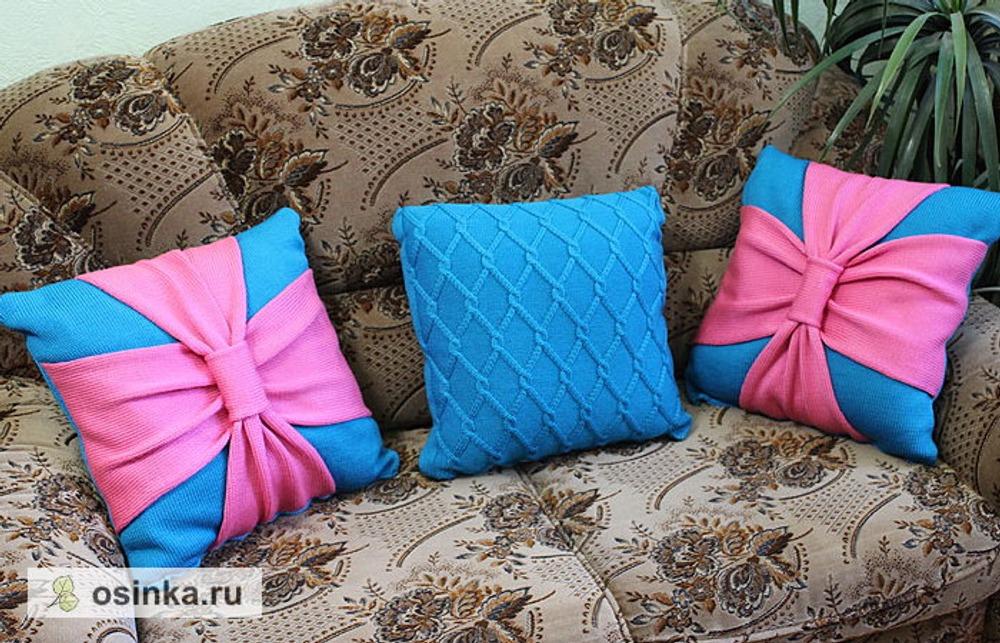 Фото. Новый год и новоселье! Подушки связаны в подарок родителям в новую квартиру.  Автор работы - Knopotuska
