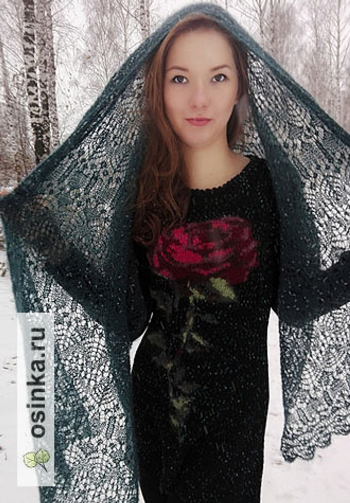 """Фото. Дуэт """" Нефритовая роза"""". Палантин, связан в технике шетландское кружево и платье по мотивам коллекции DG 2016 (роза в технике интарсия).  Автор работы - Alenka1972"""