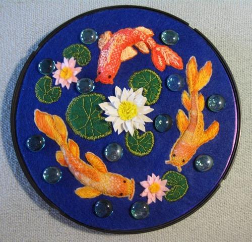 """Фото. Композиция """"Рыбки в пруду"""". Использованы разные техники и материалы.   Автор работы - Simfony"""