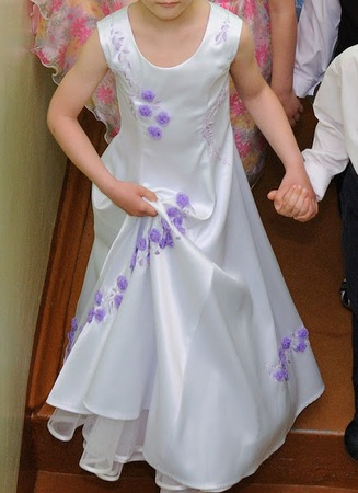 Фото. Платье Снегурочки. Опыт вышивки лентами. Получилось фриформенно - куда хочу, туда и вышиваю.