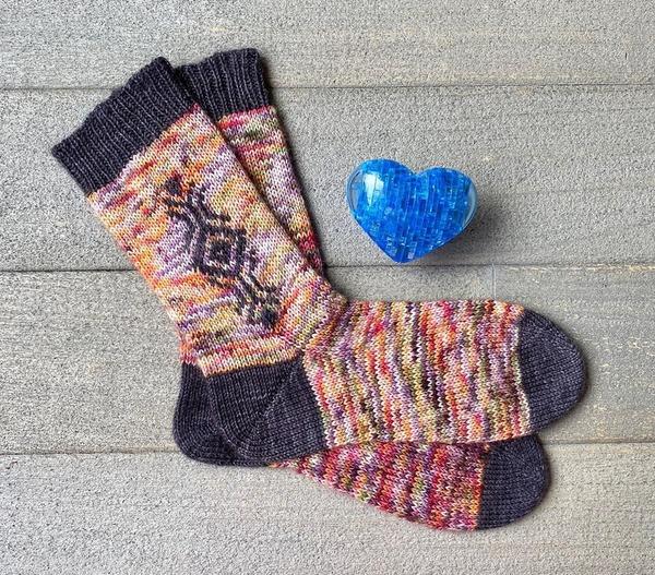 Фото. Мои первые носки! Связаны в рамках совместника #2носка_бумеранг у Любы @knittedwithluba. Пряжа ручного крашения Sock от vizell.