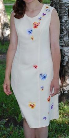 Фото. И еще один вышитый декор - на взрослом платье.
