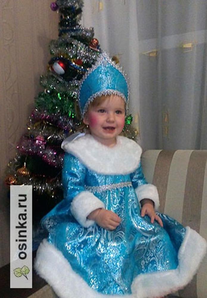 Фото. И конечно, королева новогоднего праздника - Снегурочка. Пусть пока маленькая... Автор работы - людусик