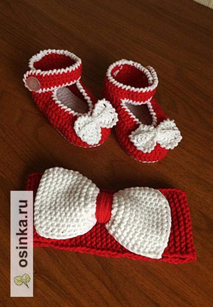 Фото. Понизу платья  - ленивый жаккард, туфельки связаны крючком. Автор работы - Lesy