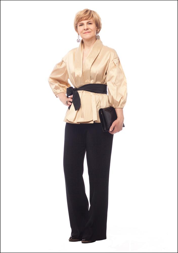 Комплект №4 . Блуза и брюки – Caterina Leman. Клатч – «Эконика». Серьги и кольцо – Style Avenue