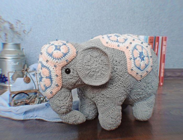 Фото. Слон из мотивов африканский цветок.  Автор работы - Sayri