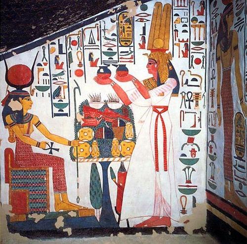 Фото. Нефертари и богиня Исида. Фресковые росписи гробницы Нефертари. XIX династия. Первая половина XIII в. до н.э. Долина Цариц, Фивы.