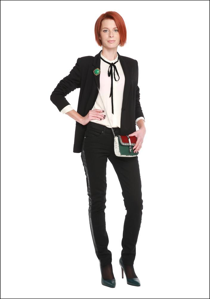 Комплект №4 . Жакет и джинсы – Juicy Couture. Блуза – Mango. Туфли – «Эконика». Сумка – Kira Plastinina