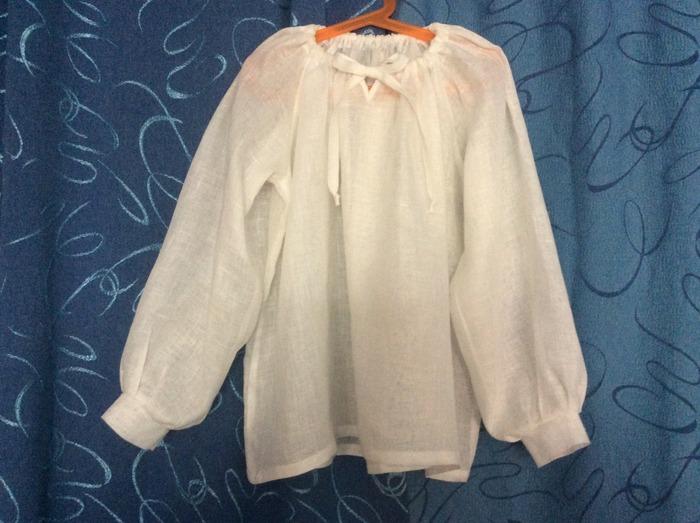 Фото. Под сарафан подойдет легкая блузка из тонкого батиста со сборкой.    Автор работы - Веревочк@