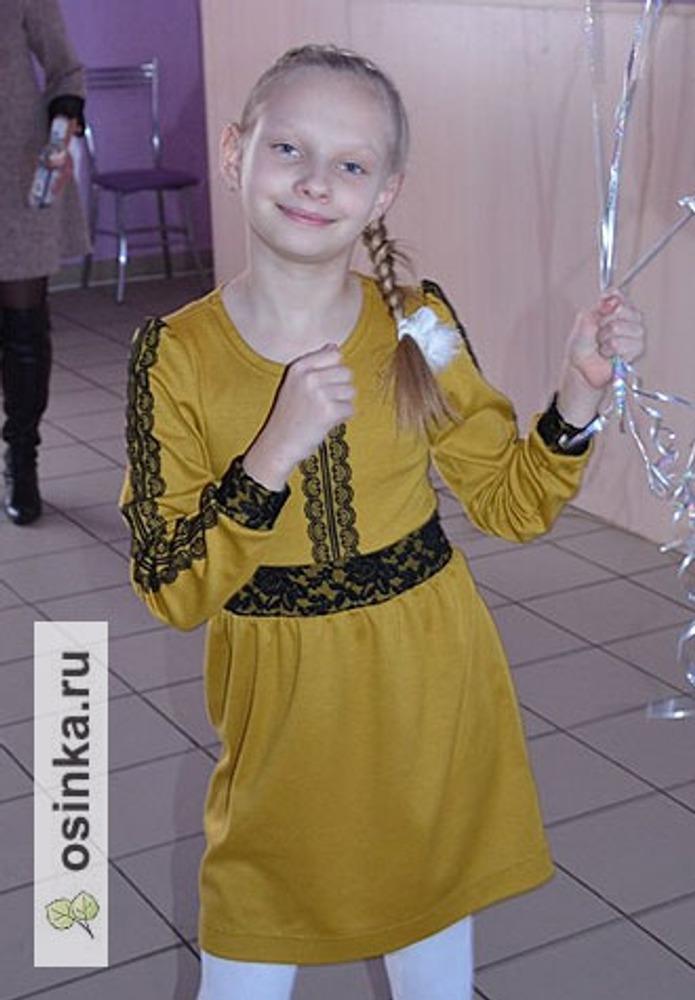 Фото. Платье для дочери из остатков Милано горчичного цвета (отделка кружево и немного гипюра).  Автор работы - Сахаринка