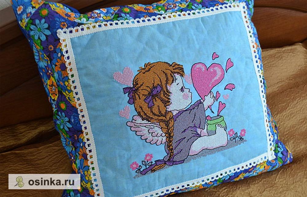 Фото. Подушка из ситца (100% хлопок) с вышивкой.  Автор работы - ZolotoYL