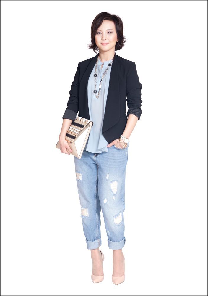 Комплект №1 . Жакет, блуза, джинсы и туфли – Motivi. Клатч и часы – Koton