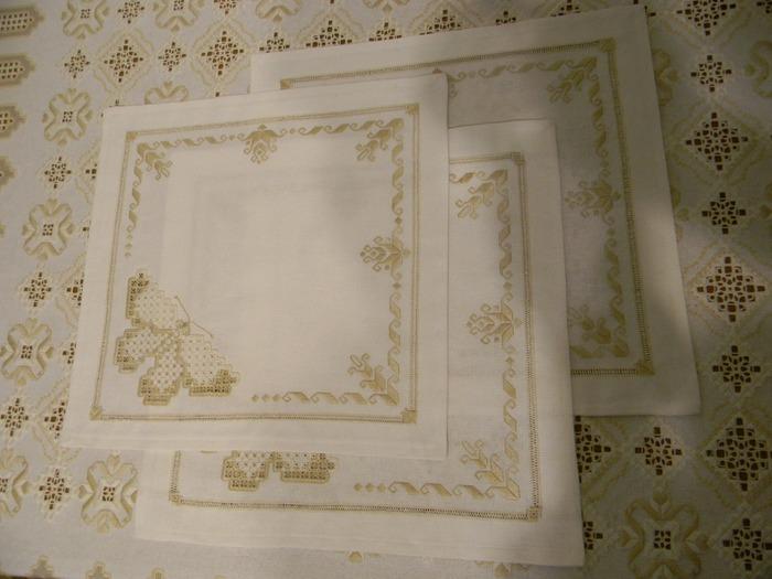 Фото. Столовые салфетки с вышивкой.   Автор работы - WW28