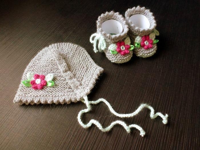 Фото. Невероятно милая утилизация остатков пряжи - комплект для новорожденной крохи.  Автор работы - Milisa