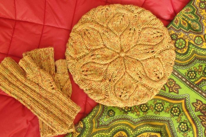 Фото. Rambler Cabled beret + митенки по фото из интернета. Пряжа - микс из мериносов четырех цветов. Автор работы - -malina-