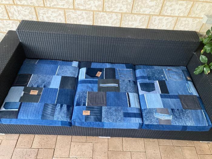 Фото. Утилизация джинс. Чехлы для уличного дивана.   Автор работы - Тундра