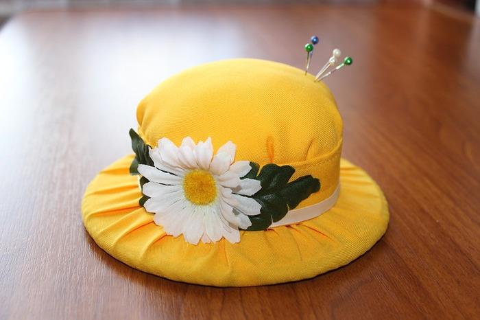 Фото. Еще одна модная форма - игольница-шляпка. Автор работы - Сергея