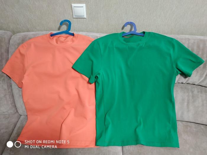 Фото. Две футболки.  Автор работы - Чмок