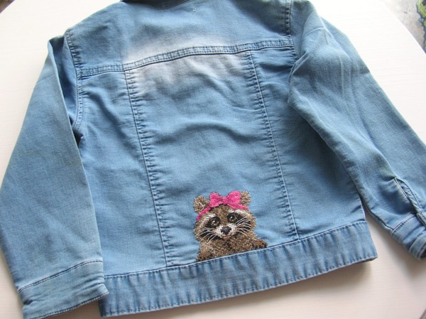 Фото. Вышивка на курточке.   Автор работы - Dimina mama