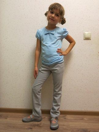 Фото. В брюках из джинсы с эластаном комфортно даже в школе! Мило и удобно! Автор работы - jul@