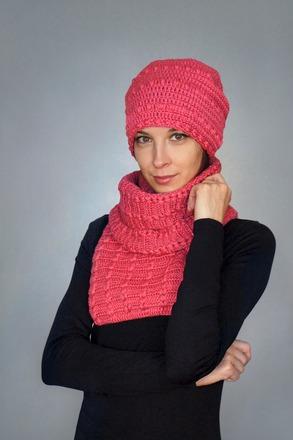 """Фото. Комплект """" Малиновый мусс"""", шапочка-бини + шарф. .Автор работы - 1.C. A."""