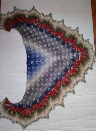 Фото. Купила пару лет назад в Риге Дундагу и связала себе шаль.