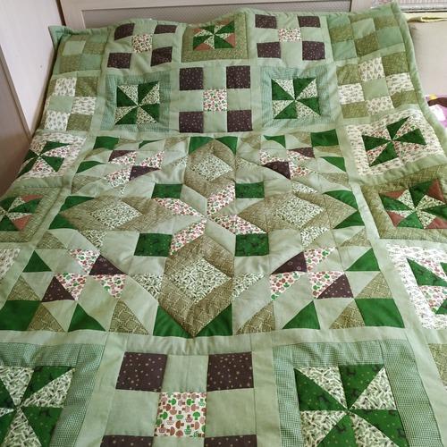 Фото. Лоскутное одеяло для дочери.   Автор работы - galina6950