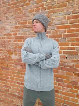 Фото. Обновки для сына - свитер, шапка и варежки.   Автор работы - Далиса