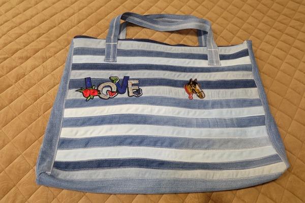 Фото. Пляжная сумка из старых джинсов.  Автор работы - gvmsk