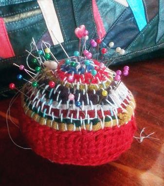Фото. Игольница тунисским вязанием.   Автор работы - larissaherisson