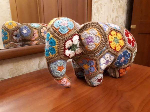 """Фото. Слоник из мотивов """"Африканский цветок"""".   Автор работы - Vita3107"""