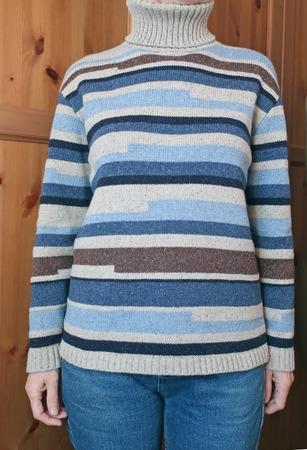 Фото. Свитер в полоску - машинное вязание.   Автор работы - 9925