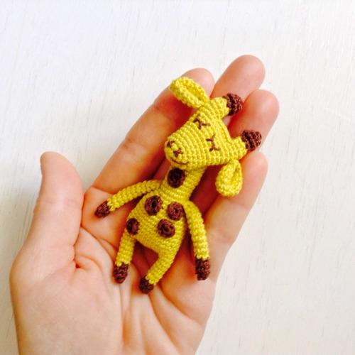 "Фото. Амигуруми-брошь ""Жираф"". Автор работы - Юлдуз"
