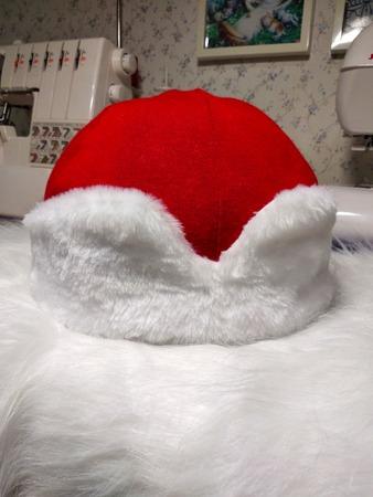 Фото. Шапка Деда Мороза.  Автор работы - Муми