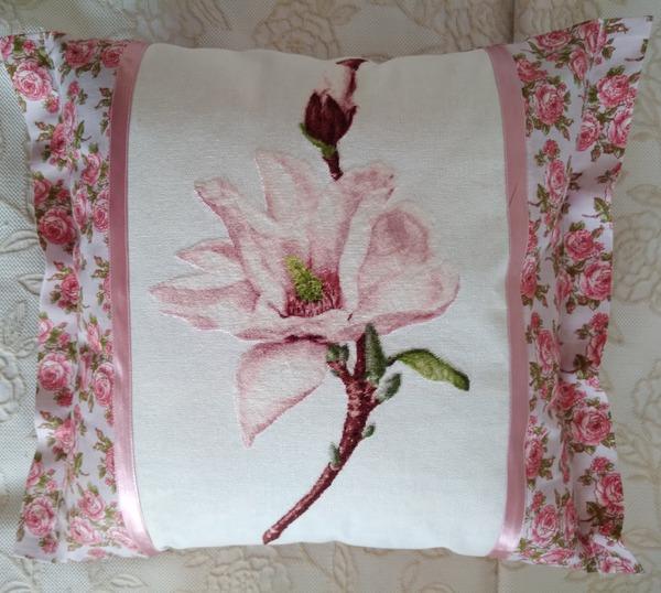 Фото. Подушка с вышивкой. Автор работы - WW28