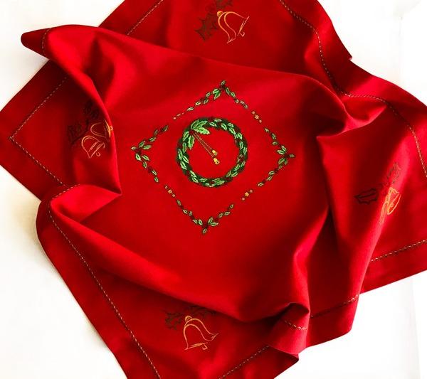 Фото. Новогодняя скатерть и салфетки - машинная вышивка.  Автор работы - masmar