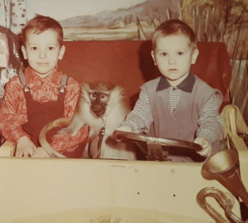 Фото. Фото того памятного похода в цирк.  На наряды были пущены 2 моих платья и 2 рубашки мужа.