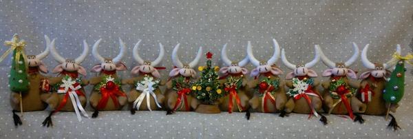 Фото. Новогоднее стадо Бычков.   Автор работы - MamaRa1706