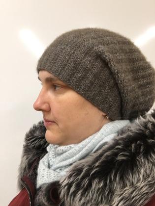 Фото. Простая но теплая шапка.   Автор работы - Елена Трегубова