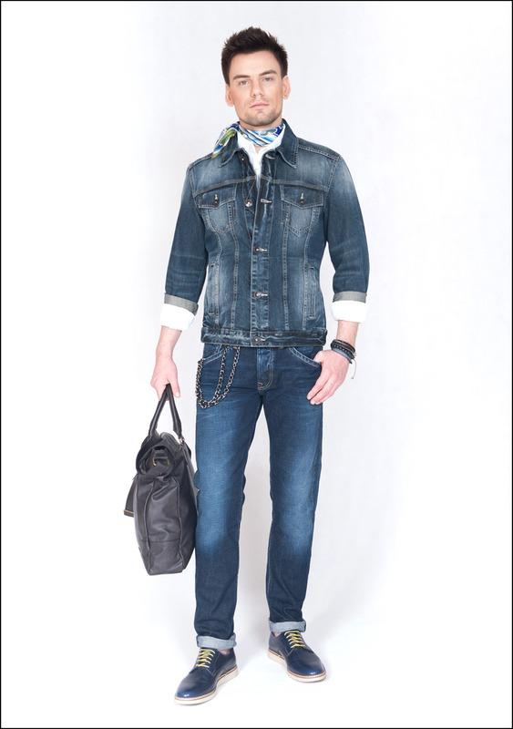 Комплект №5 . Джинсовая куртка – Benetton. Синие джинсы – Mexx. Белая рубашка – Benetton. Синие туфли – Sisley. Сумка – Sisley. Цепочка – Benetton. Браслет – New Yorker