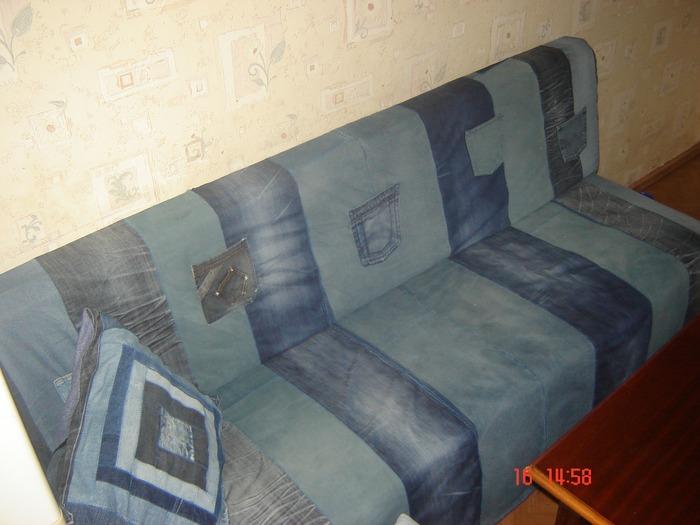 Фото. Чехол на диван из старых джинсов.  Автор работы - afona