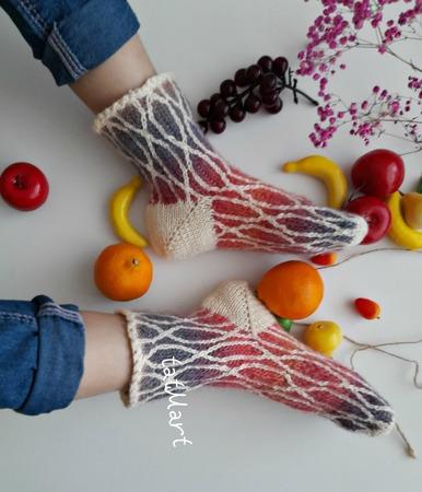 Фото. Носки из остатков китайской пряжи. Автор работы - tatti2014
