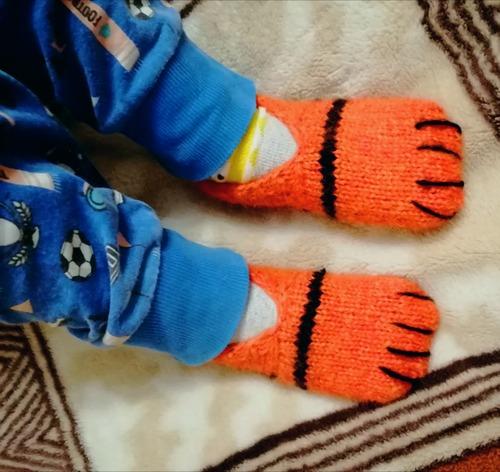 Фото. Тапки-лапки для внука.  Автор работы - Ольга77717