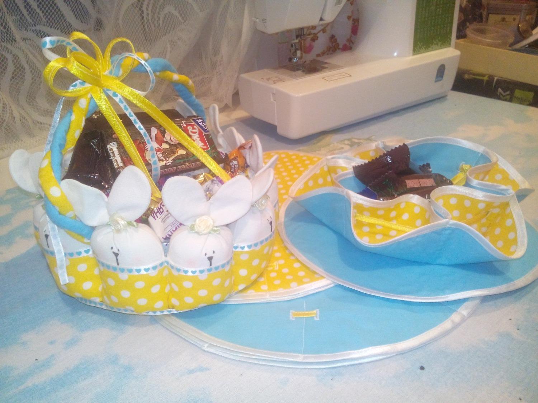 7. А я, мама Юся , шила пасхальные салфетки для третьей нашей Тани, Tatka_O . И в качестве сюрприза - корзиночка из заек.
