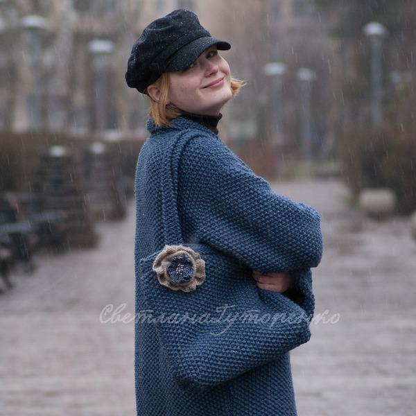 Фото. Пальто и сумка связались. Моделью выступила дочка. Автор работы - SvetlanaGut
