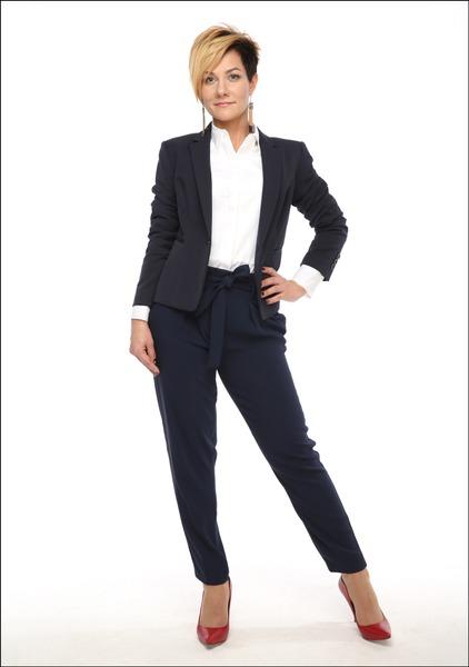 Комплект №5 . Блуза и жакет – Marks & Spencer. Брюки – Mango. Туфли – «Эконика»
